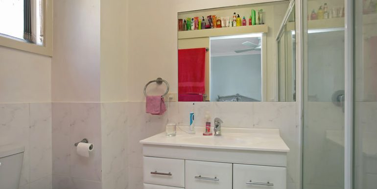 1.38 Imperial Pde Bathroom